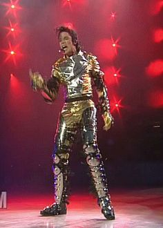 Work it baby! Mike Jackson, Michael Jackson Bad, Michael Jackson History Tour, Jackson Family, Gold Pants, King Of Music, The Jacksons, Gif Animé, Gifs
