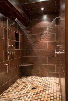 Один из наиболее простых и очевидных способов создания кабинки для принятия душа в ванной комнате.