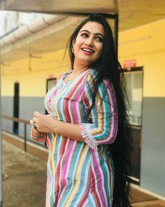 Beautiful Women Over 40, Beautiful Girl Indian, Beautiful Indian Actress, Beauty Full Girl, Beauty Women, Fat Girl Fashion, South Indian Actress Hot, Photography Poses Women, Cute Asian Girls