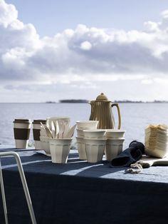 Was für ein schöner Sommertag.. Da darf das tolle Geschirr und v.a. die Bambus To Do Becher von Nordal nicht fehlen!
