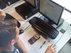 Òscar con su material de trabajo perfila su parte del informe Walkie Talkie, Electronics, Consumer Electronics
