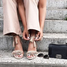 Here are our top picks for cheap summer sandals online. Beige Outfit, Couture 2016, Fru Fru, Fringe Sandals, Fashion Watches, Flat Shoes, Me Too Shoes, Baskets, Shoe Boots