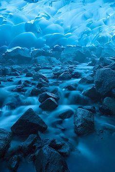 メンデンホール洞窟(mendenhall glacier)や世界各地の旅行・観光の絶景画像|旅行・観光のおすすめまとめ「wondertrip」