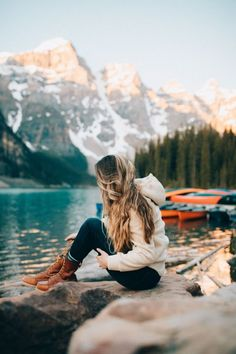 Discover the top 20 most adventurous things to do in Banff National Park! We're sharing the best hikes, lakes, activities, and so much more! We'll show you classics like Moraine Lake and Lake Louise, but also hidden gems like Johnston Cave! Parc National, Banff National Park, National Forest, Travel Photographie, Adventurous Things To Do, Hiking Photography, Adventure Photography, Outdoor Photography, Travel Photos