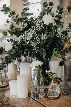 Detailed boho wedding- Detailverliebte Boho Hochzeit Boho wedding in a barn - Wedding Beauty, Boho Wedding, Wedding Table, Wedding Ceremony, Rustic Wedding, Wedding Day, Bohemian Weddings, Bohemian Bride, Unique Weddings