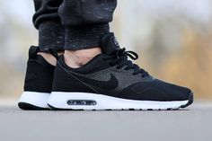 Dropping Air Max Tavas with a black upper and white midsole is a no brainer! Head to Titolo to grab a pair, these low-key joints are gonna fly off the shelves! Well, what are you…