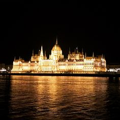 Adventures of a London Kiwi - 19 of the best places to go in Budapest on a city break - Adventures of a London Kiwi Cool Places To Visit, Places To Go, Places Around The World, Around The Worlds, Houses Of Parliament, Amazing Buildings, Weekends Away, Budapest Hungary, City Break