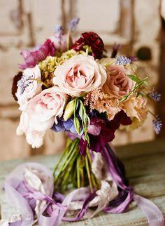 Bouquet in colori quasi autunnali. Molto elegante e romantico.
