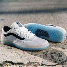 Vans AVE Pro Vans Sneakers, Converse Sneaker, Puma Sneaker, Sneakers Mode, Casual Sneakers, Mens Vans Shoes, Men's Vans, Vans Men, Anthony Van Engelen