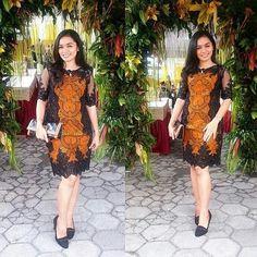 Ideas Dress Yellow Brokat For 2019 Modest Dresses, Trendy Dresses, Nice Dresses, Fashion Dresses, Model Dress Batik, Batik Dress, Batik Kebaya, Dress Batik Kombinasi, Kebaya Modern Dress