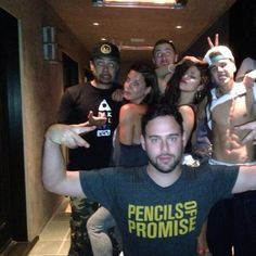 May 22: New rare photo of Selena with Justin Bieber, Scooter Braun and Alfredo Flores at Scooter's BBQ on July 5, 2013