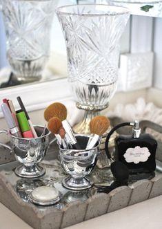 Trendy bathroom vanity tray make up Ideas Bathroom With Makeup Vanity, Bathroom Vanity Tray, Bathroom Ideas, Bathroom Designs, Bathroom Storage, Bathroom Interior, Modern Bathroom, Makeup Train Case, Makeup Case
