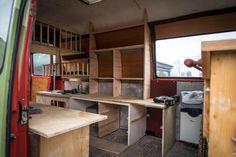 LIFEforFIVE-Wohnmobil-Ausbau-Blick in das fast fertigen Wohnmobil mit Holzausbau.