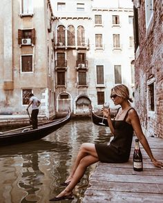 Wein runter in Venedig! Wein runter in Venedig! & The post Wein runter in Venedig! appeared first on Mered Homepage. Camping Photography, Outdoor Photography, Nature Photography, Fashion Photography, Venice Photography, Photography Accessories, Adventure Photography, Photography Courses, Phone Photography