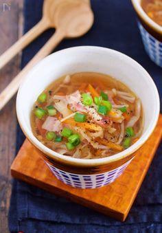 切り干し大根を使った デトックススープ♪ 実は、切り干し大根って 体内の脂肪を溶かす働きが強いと言われているのをご存知でしょうか? この切り干し大根の効果を 最大限に生かすのが今回のスープ♪ 煮汁まで、しっかり飲み干して お正月に貯めたものを一気に排出しましょう! 切り干し大根からでる旨味が スープに溶け出し、シンプルな味付けでも 満足感のある濃厚な一品です。