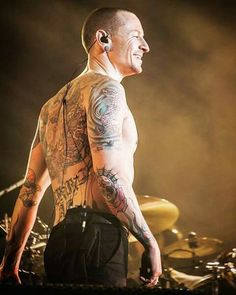 Beautiful Legend Chester Bennington ❤🤘 Your voice will always be home💙🎤🤘 Chester Bennington, Charles Bennington, Songs With Deep Meaning, Dead By Sunrise, Linkin Park Chester, Chester Rip, Mike Shinoda, Rest In Peace, Beautiful Soul