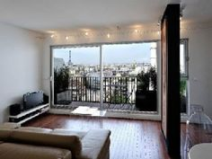 Modern+apartment+with+balcony,+view+of+Paris+
