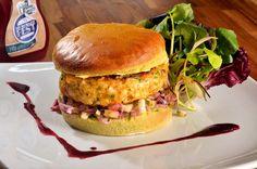 Parte do menu do SP Burger Fest, o hambúrguer do Capim Santo é feito de camarão e acompanha pão de capim santo e vinagrete de cebola e gengibre (Foto: Divulgação)