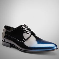 "#ModaMasculina $395 This Hugo Boss shoe is the star of the show, and that means that it garners enough attention to complement a plain suit.  ""Charleston Blue"""
