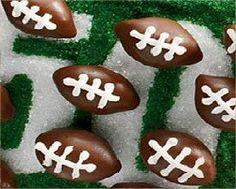 Superbowl Recipes :: Oreo Football Cookies