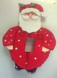 Resultado de imagen para adornos de navidad para ventanas de fomi Christmas 2016, Christmas Time, Christmas Crafts, Christmas Ornaments, Felt Christmas Decorations, Holiday Decor, Pallet Christmas, Xmas Lights, Light Switch Covers