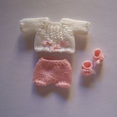 OOAK-Handmade-knitted-outfit-for-miniature-baby-doll-RB189