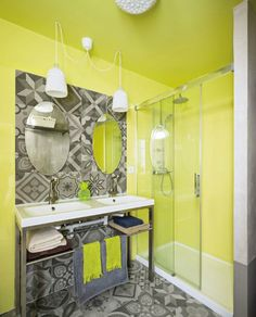 This vibrant colored Nordic style home received a completed overhaul by interiors studio La Casa Sueca, located in Murcia, a city in south-eastern Spain. Nordic Style, Interior Design Photos, Decor Design, Paint Colors For Home, Round Mirror Bathroom, House Interior, Colorful Decor, Yellow Bathrooms, Bathroom Inspiration