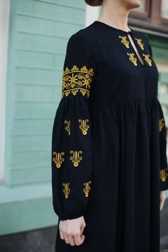 The dress is embroidered black The Effective Pictures We Offer You About clothes for women wedding A quality picture can tell you many things. You can find the most beautiful pictures that can be Modest Fashion Hijab, Abaya Fashion, Muslim Fashion, Boho Fashion, Fashion Dresses, Pakistani Dresses Casual, Pakistani Dress Design, Casual Dresses, Pakistani Fashion Casual
