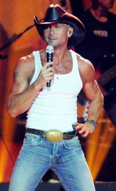 Tim McGraw- has anyone else noticed how FIT Tim is looking these days???? Omg