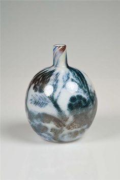 OIVA TOIKKA - Glass vase designed for Nuutajärvi in production Finland. Glass Design, Design Art, Finland, Modern Contemporary, Glass Art, Retro Vintage
