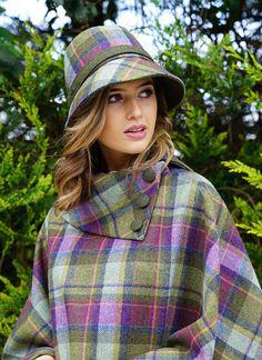 Beautiful Tartan Look Outfit Ideas For Ladies 47 Tweed, Irish Fashion, Ladies Fashion, Irish Clothing, Style Anglais, Tartan Fashion, Gothic Fashion, Tartan Kilt, Tartan Dress
