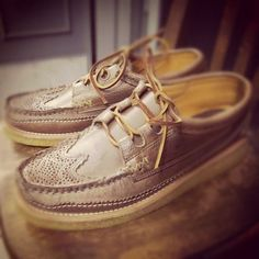 "YUKETEN ""Wingtip Ghillie Moccasin DB w/Crepe Wedge 2T Natural"""