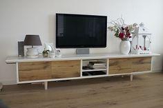 lange TV-kast custommade by HANS. (www.hansknepper.nl)
