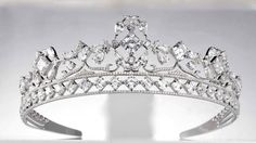 Royal Asscher Diamond tiara c2011. Created by jewelry designer Reena Ahluwalia for Royal Asscher it is set with Royal Asscher Cut diamonds, as well as pear and round shaped white diamonds, totaling 85 carats. (view 1)