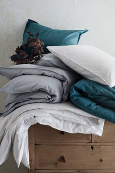 White duvet with blue pillows for Lille apartment: link to buy from H&M