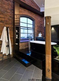 Cegła i beton w industrialnej łazience