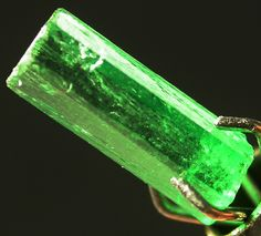 Columbia Emerald Crystal Rough 0.75 CTS. Photo via Gem Rock Auctions.