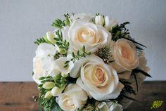 Ramo de novia rosas blancas freesia Mayula flores