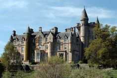 drummond castle - Google Search Medieval, Castle Ruins, Big Houses, Beautiful Buildings, Family History, Around The Worlds, Castle Scotland, Explore, Mansions