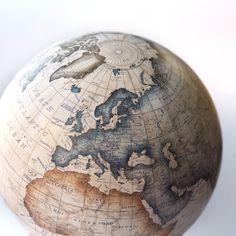 Bellerby & Co Globemakers Handmade & bespoke modern world globes. Terrestrial Mini Desk Globe in Champagne. Modern World Globes, Floor Globe, Desk Globe, Mini Desk, Luxury Interior Design, Metal Casting, Last Minute Gifts, Cartography, Deco