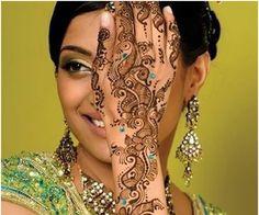 10 Amazing Bombay Style Mehndi Designs