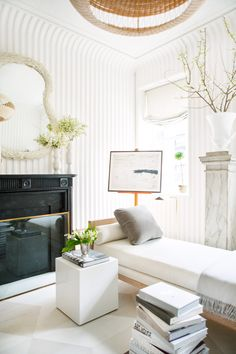 Minimalist Glam Decor fluted plaster walls and a classic fireplace mantel in black Home Decor Items, Home Decor Accessories, Cheap Home Decor, Kips Bay Showhouse, Classic Fireplace, Black Fireplace, Traditional Fireplace, Plaster Walls, Home Decor Paintings