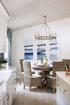 The seaside cottage look to the old-fashioned gives it a new life. Here we give you simple blue & white seaside cottage decoration. Nautical Dining Rooms, Coastal Living Rooms, Living Room Decor, Beach Dining Room, Coastal Bedrooms, Nautical Kitchen, Coastal Curtains, Coastal Bedding, Blue Curtains