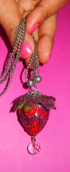 Necklace strawberry discodip www.intoaccessories.nl