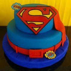 "This cake screams ""Superman!"" Source: Instagram user nafhir"