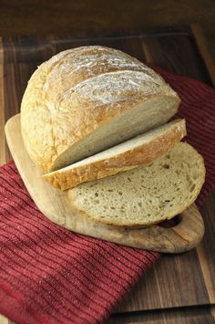 A recipe for easy, round Artisan Rye Bread - perfect for your morning toast or your favorite sandwich. | Wishes and Dishes