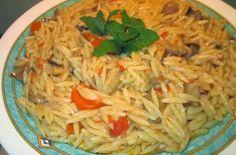 Υλικά  1 πακέτο κριθαράκι χονδρό  2 φλυτζάνια τσαγιού μανιτάρια κονσέρβας κομμένα σε φετάκια  3 καρότα κομμένα σε φετούλες  1 μεγάλο ψιλο... Cypriot Food, Main Dishes, Side Dishes, Good Food, Yummy Food, Yummy Yummy, Low Sodium Recipes, Greek Cooking, Cooking Recipes