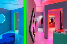 Nike_pop_up_store_neon_lit_women_fall_holiday_5