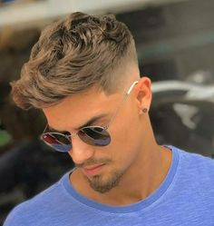 As one of the latest hair trends for men, the skin fade comes in a variety of cuts, such as a high, mid and low bald fade haircut. The low fade haircut can best be described as a lasting style that only gets better with time. Combover Hairstyles, Popular Mens Hairstyles, Cool Hairstyles For Men, Boy Hairstyles, Natural Hairstyles, Summer Hairstyles, Cool Boys Haircuts, Best Short Haircuts, Haircuts For Men