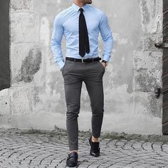 visit our website for the latest men's fashion trends products and tips . Latest Mens Fashion, Mens Fashion Suits, Mens Suits, Men's Fashion, Fashion Trends, Outfit Hombre Formal, Formal Men Outfit, Men's Formal Wear, Moda Formal